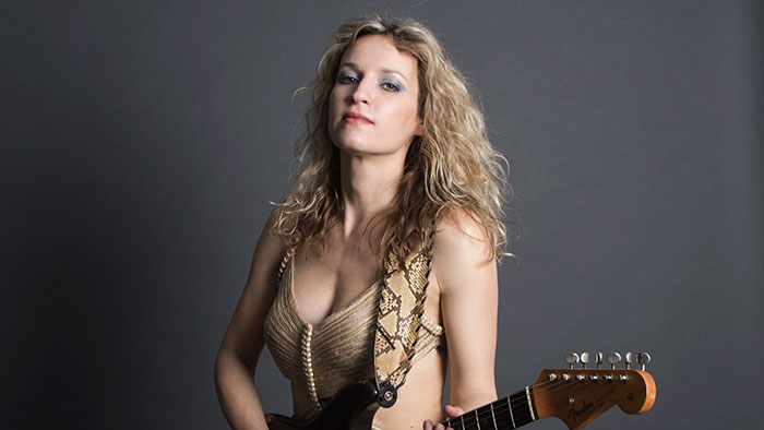 Ana Popovic w/Girl Blue